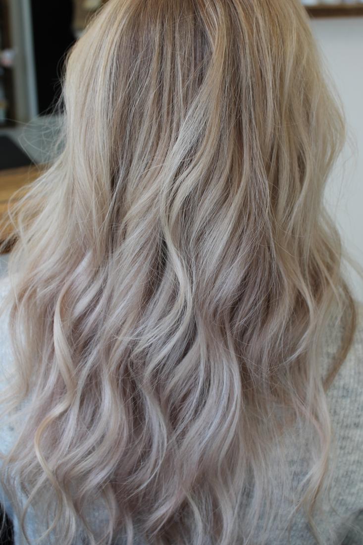 viileän vaaleat hiukset