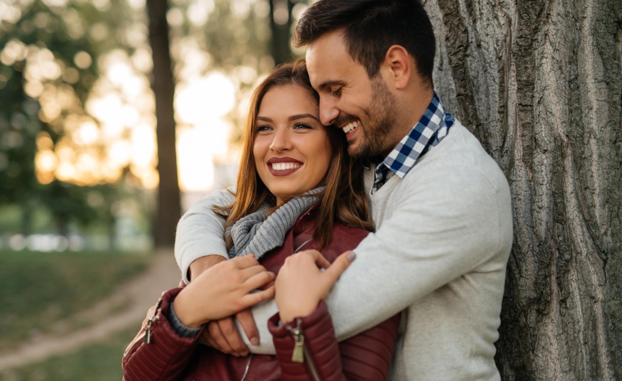 Tunnetaan dating guru, James toimii yksilöllisesti singleä kehittämään.
